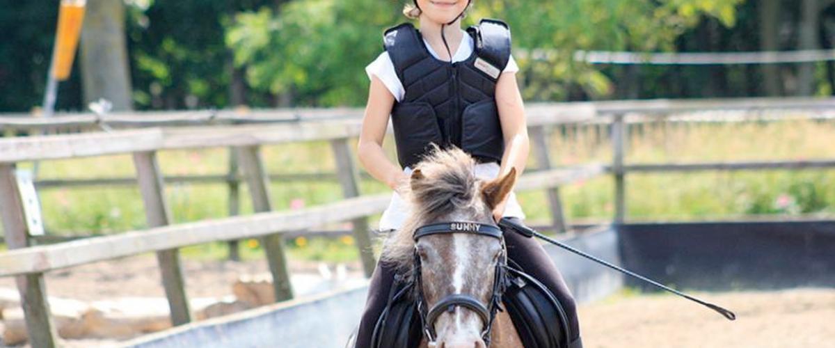 Paardrijden bij Manege de Hoef